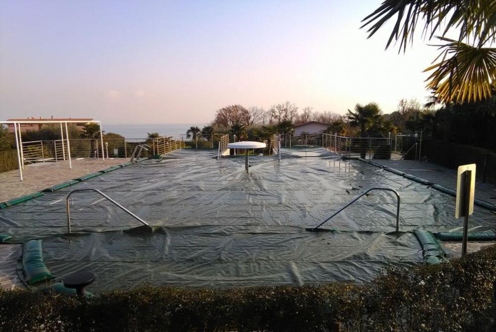 Coperture per piscine teloni copripiscina a prezzi for Teli per piscine
